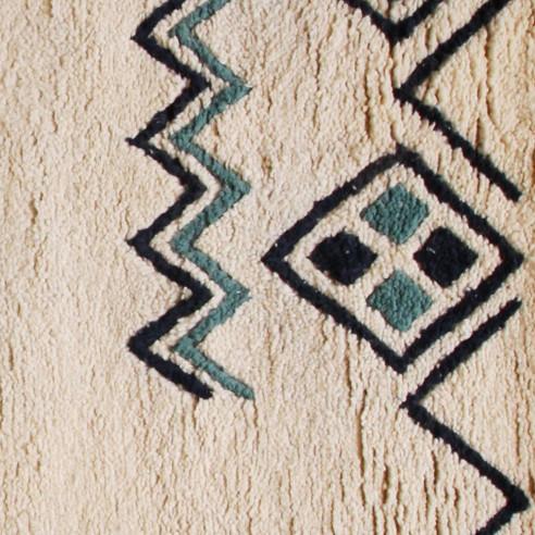 Tapis berbère avec jolis motifs bleu