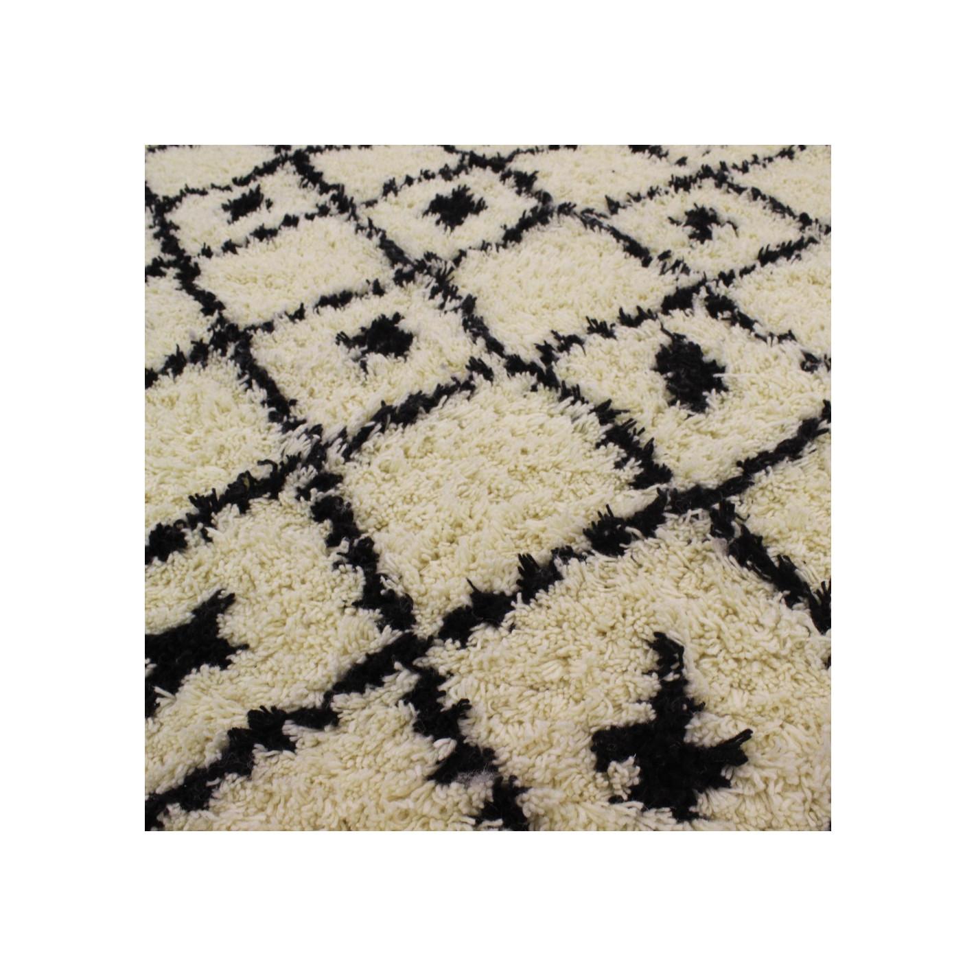 Berber Carpet With Rohmbus Black And White