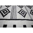 tapis kilim noir et blanc motif traditionnel