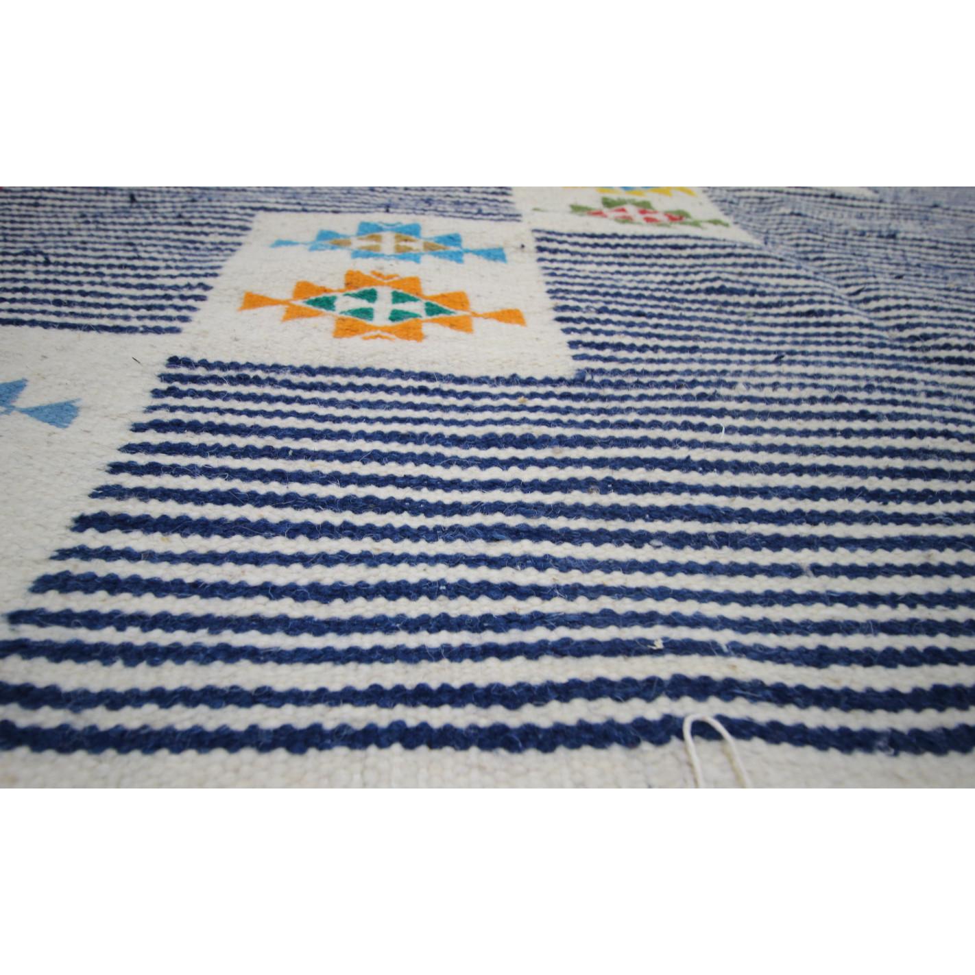 tapis kilim bleu motif traditionnel. Black Bedroom Furniture Sets. Home Design Ideas