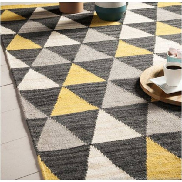 tapis scandinave motifs triangles gris et jaune. Black Bedroom Furniture Sets. Home Design Ideas