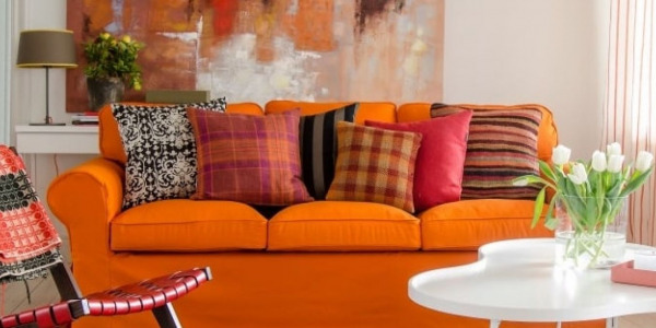 Living room: Dare to color on your walls